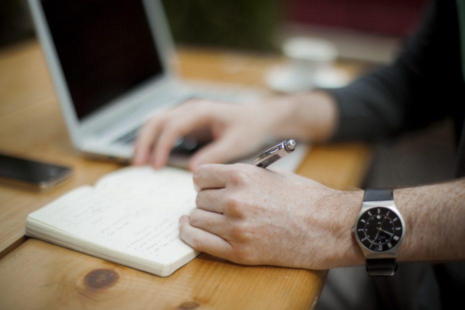 Man blogging to increase engagement